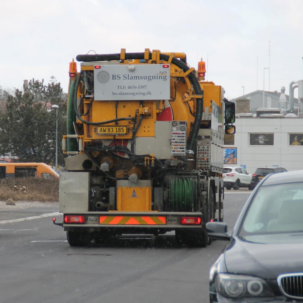 Vores lastbil med slamsugning og tv-inspektion